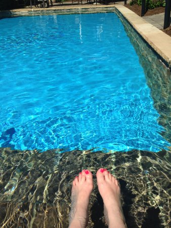 The Inn at Leola Village: pool, my awesome pedicure