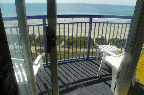 Atlantica Oceanfront Resort: Balcony