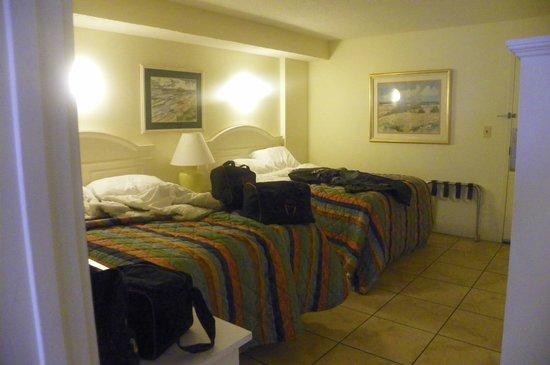 Atlantica Oceanfront Resort: Bedroom, very comfortable beds