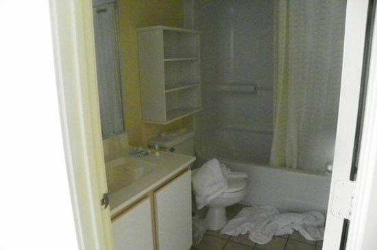 Atlantica Oceanfront Resort: Bathroom