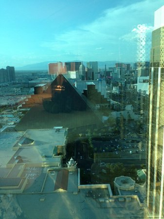 Four Seasons Hotel Las Vegas: View from our room on the 38th floor