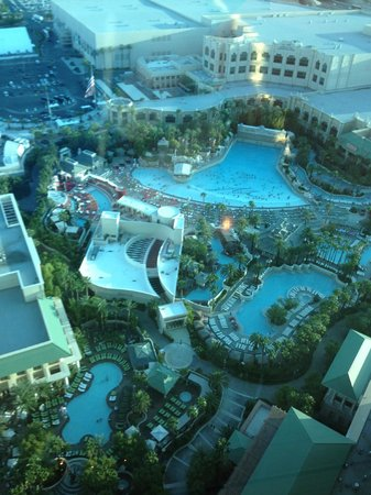 Four Seasons Hotel Las Vegas: View of the pools from the elevator hallway