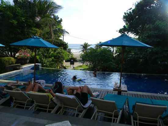 Radisson Bali Legian Camakila: 2nd Pool facing beach