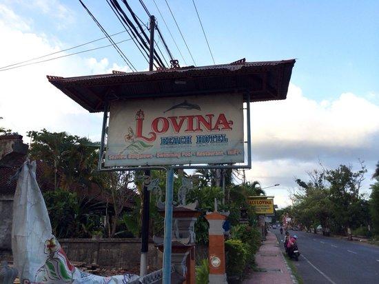 Lovina Beach Hotel: Panneau de l hotel qui date...a l image de l hotel