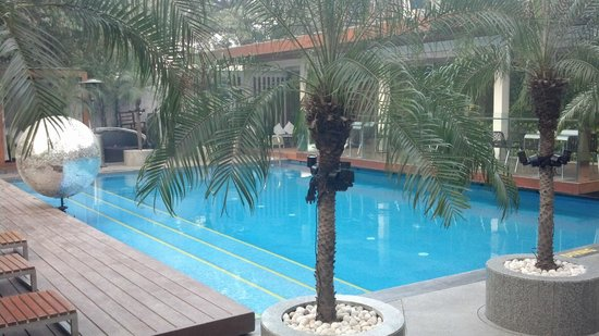 The Park New Delhi: The pool and poolside bar