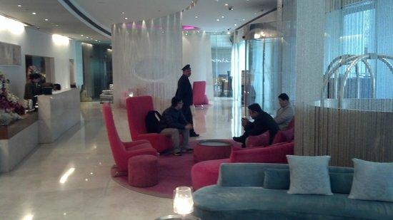 The Park New Delhi: Hotel Lobby - mid-century decor is amazing