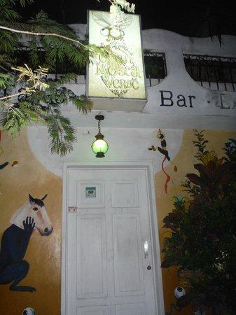 La Gran Mosca Verde: Front Door