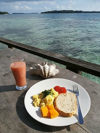 Pulau Macan Tiger Islands Village & Eco Resort : Breakfast by the sea