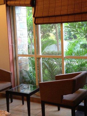 Wonderland Resort: Huge windows with lush greenery outside