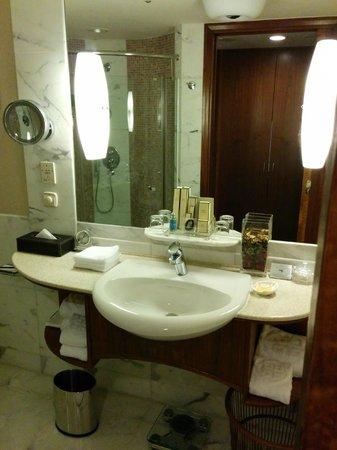 Shangri-La's China World Hotel: Toilet