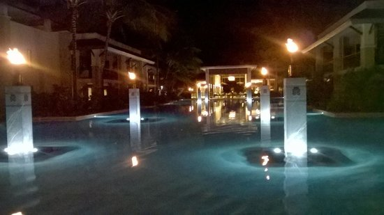 Pullman Port Douglas Sea Temple Resort & Spa: view of pool by night from balcony
