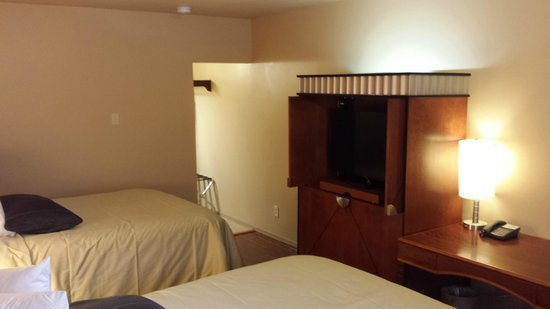 """Matterhorn Motel : Each room is equipped with a 39"""" or 48"""" TVs"""