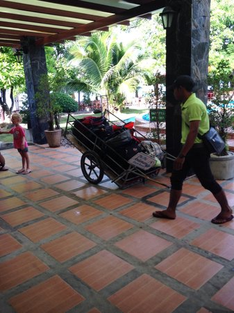 Andaman Beach Resort: Service bagage / accueil au port