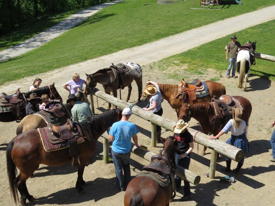 KD Guest Ranch : Saddling up for the ride...