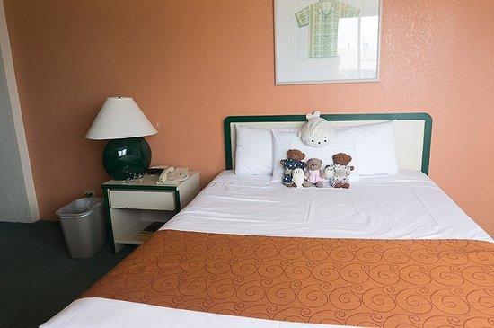 Maile Sky Court: 十分にくつろげる広いベッド
