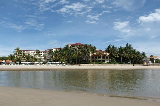 Dusit Thani Hua Hin : Hotel from the sea