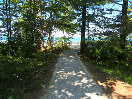 Sand Point Beach: Beach entrance