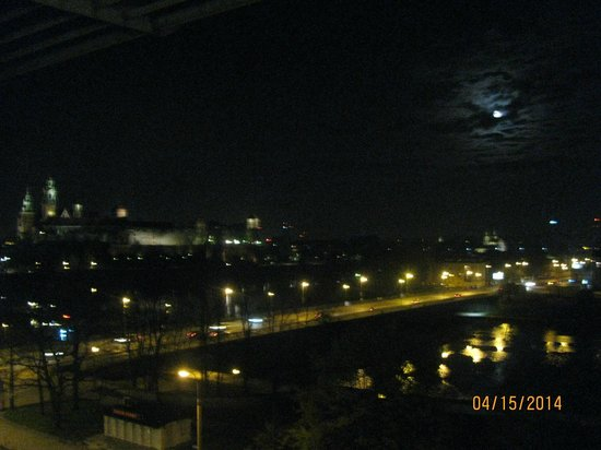Novotel Krakow Centrum : vista do Castelo de Wawel tirada da janela do quarto