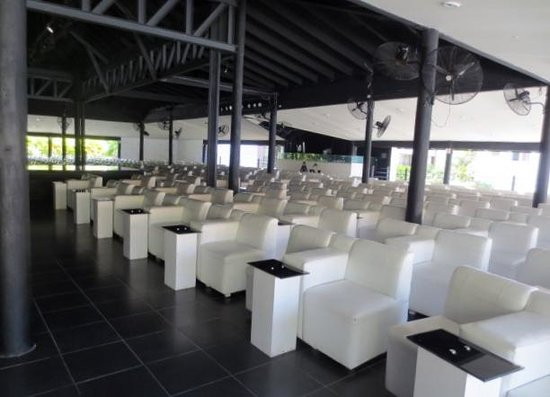 IFA Villas Bavaro Resort & Spa: Salle de spectable hyper confortable