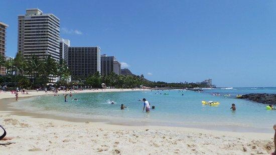 Aqua Bamboo Waikiki: Waikiki Beach just a short stroll down the road