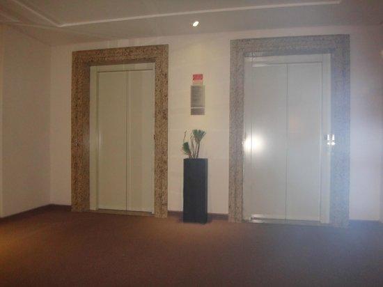 Taroba Hotel: Elevador