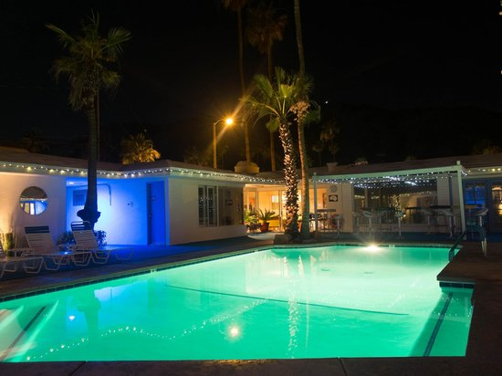 Palm Springs Rendezvous: Pool by night