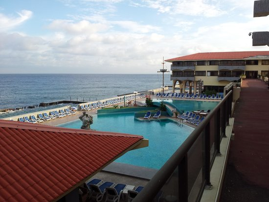 Hotel Copacabana: Overlooking pool from west wing