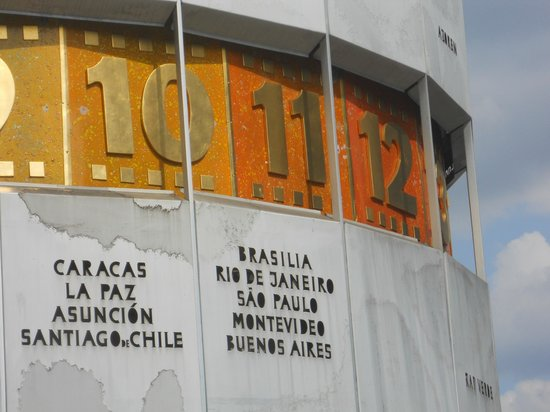 Alexanderplatz: Detalhe do relógio universal (Brasil)