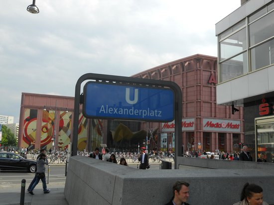Alexanderplatz: Entrada do metrô