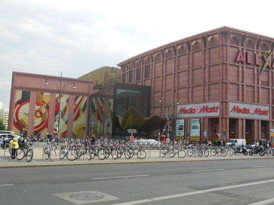 Alexanderplatz: Shopping com muitas lojas