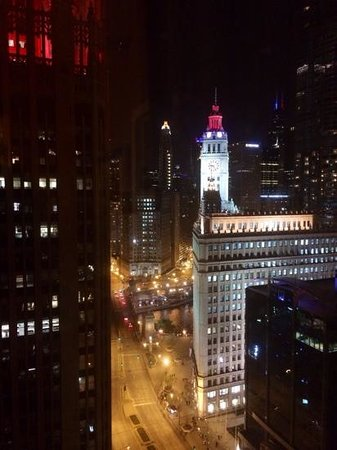 InterContinental Chicago: view from 2505 at night