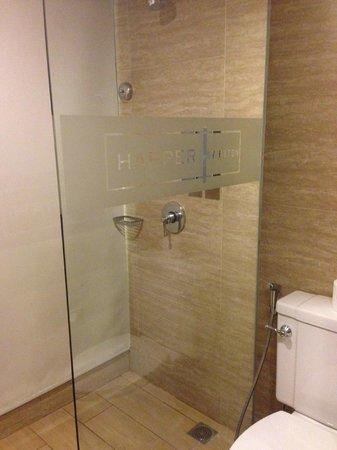 Harper Kuta: Rain shower...Nice!