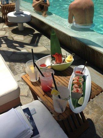 Delano South Beach Hotel: Yummy poolside food!
