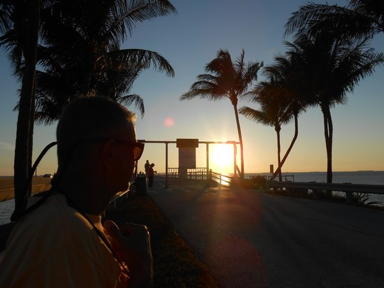 Key Colony Beach Motel: Sunset at 7 Mile Bridge...Awesome!