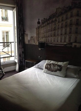 Hotel Excelsior Latin : My first room - very comfortable and clean