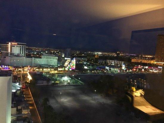 Circus Circus Hotel & Casino Las Vegas : Vista da janela para a Stripes.