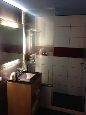 TRYP New York City Times Square South: Modern bathroom