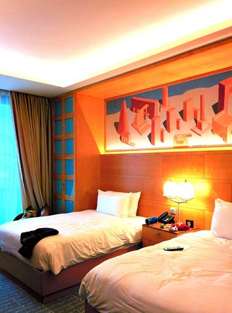 Resorts World Sentosa - Hotel Michael: twin double bed room,