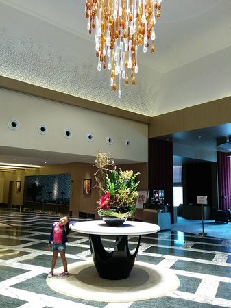 Resorts World Sentosa - Hotel Michael: Lobby