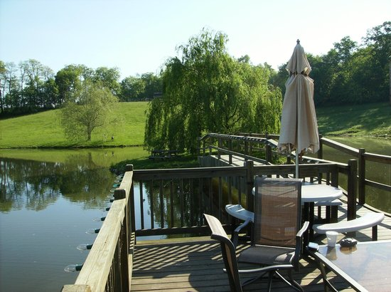 Guggisberg Swiss Inn: Relax on the deck over the pond