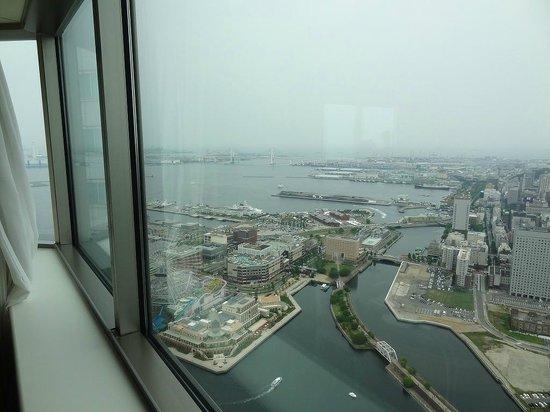 Yokohama Royal Park Hotel : 部屋から見えるベイサイド