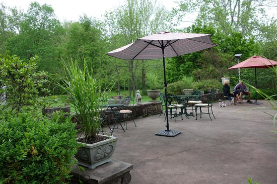 Woolverton Inn: Lovely breakfast terrace.