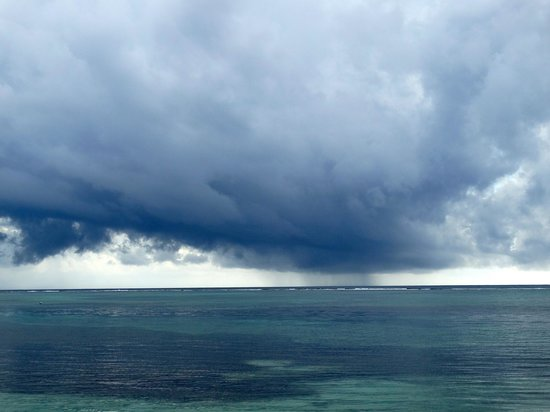 Tranquility Bay Resort : afternoon storm on the horizon