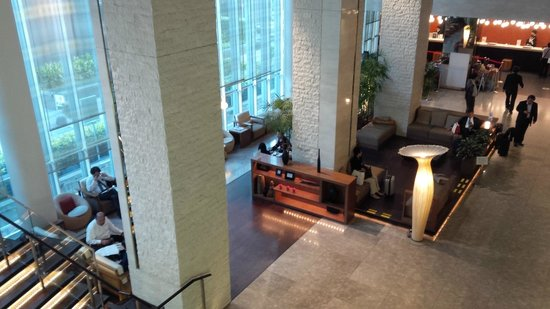 Hotel Sunroute Plaza Shinjuku: Hotel lobby from second floor