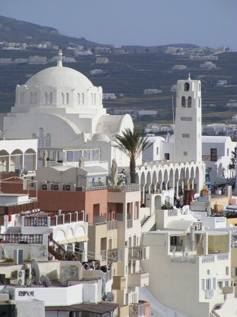 Aressana Spa Hotel and Suites : The Hotel Aressana is to the side of the white domed cathedral