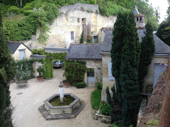 Chateau de Nazelles Amboise : View of courtyard