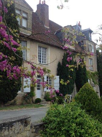 Chateau de Nazelles Amboise: Front of hotel