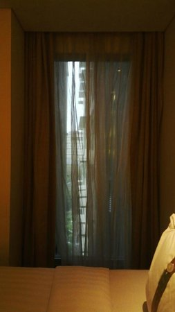 Holiday Inn Bandung: very small window with terrible iew