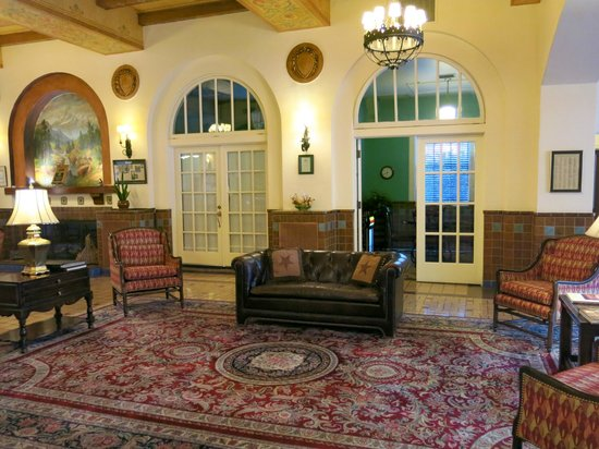 Hassayampa Inn: Lovely lobby!