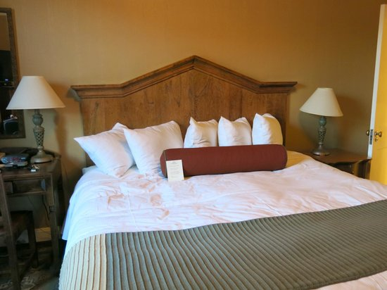 Hassayampa Inn: Nice bed